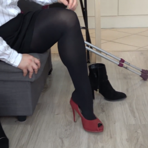 Eva Amputee: Clip 3: Business clothes, black pantyhose, trying high heels